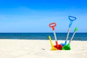 Schaufeln am Strand
